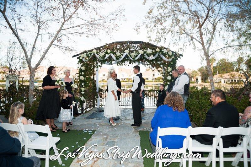 Wedding dress rental las vegas strip for Wedding dress rentals in vegas