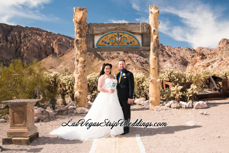 Rent wedding dresses las vegas discount wedding dresses for Wedding dresses for rent las vegas