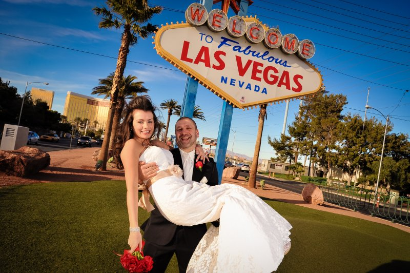 Vegas Weddings Las Vegas Nv | Las Vegas Strip Weddings At The Las Vegas Sign Las Vegas Strip