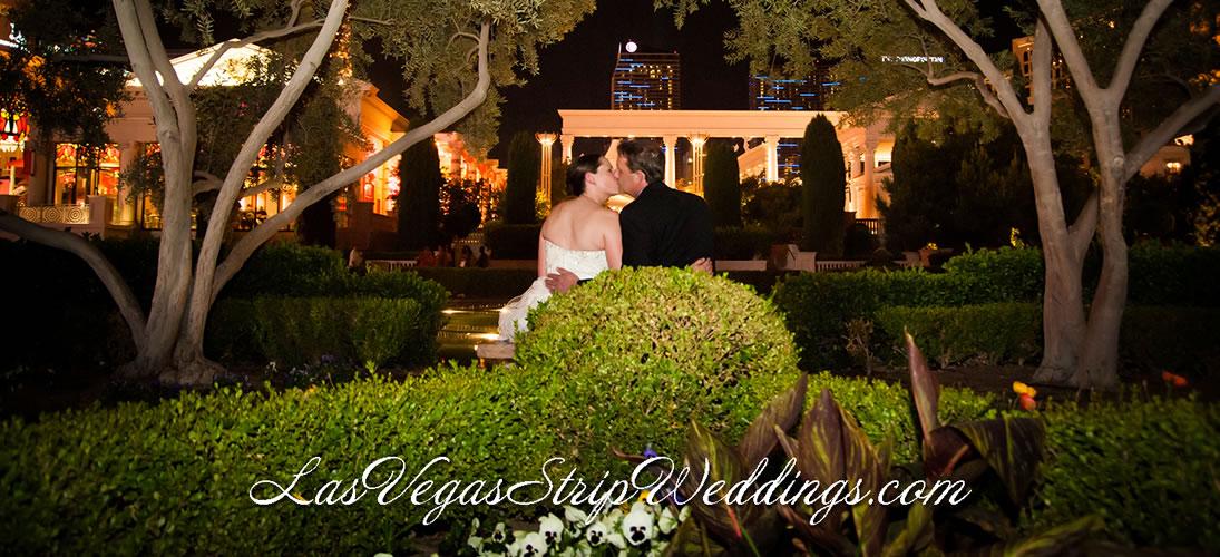 Las vegas strip weddings outdoor wedding venues simple for Las vegas strip wedding venues